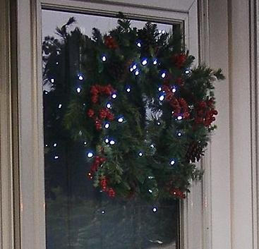 flipo solar powered 24 led winterberry christmas wreath garland - Solar Powered Christmas Wreath