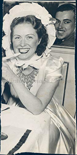 1940 Photo WW2 Era Sullivan Joseph Caputo Beautiful Woman Portrait Smiling Face