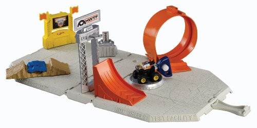 Hot Wheels Monster Jams Mini Test Facility Playset