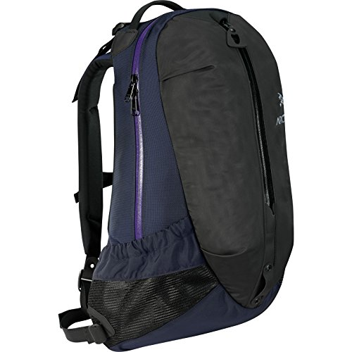 Arc'teryx Arro 22 Backpack-Black / Sapphire