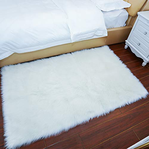 Villsure Ultra Soft Thick Faux Fur Fluffy Sheepskin Area Rug 4ftx 6ft, Silky Long Wool Carpet for Living Room Bedroom Dormitory Home Decoration (Luxury White)