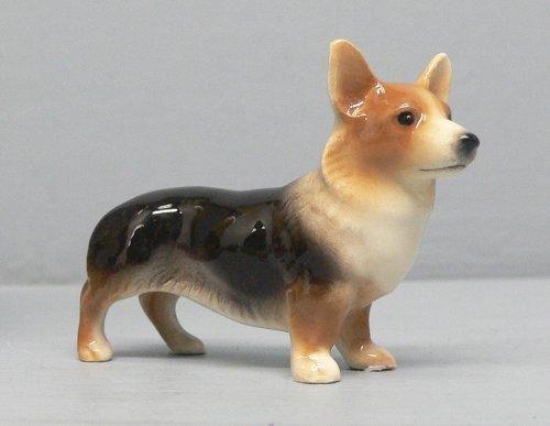 - WELSH CORGI TRI MINIATURE Figurine Ceramic HAGEN-RENAKER 3305