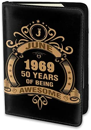 June 1969 50 Years Of Being Awesome パスポートケース メンズ レディース パスポートカバー パスポートバッグ 携帯便利 シンプル ポーチ 5.5インチ PUレザー スキミング防止 安全な海外旅行用 小型 軽便