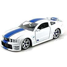 2006 Ford Mustang GT LOPRO 1/24 White w/ extra rims