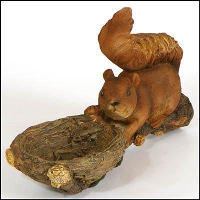 1 x Futterstelle Eichhörnchen, auf Ast, Polystone, 39x12x19cm, zum Anbringen an Ästen oder Baumstämmen, Dekofigur