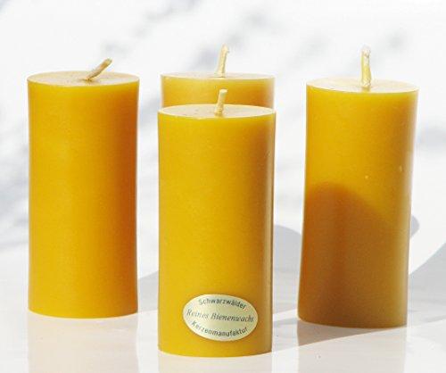 4 schlanke Stumpen Kerzen. BIENENWACHSKERZEN aus reinem Imkerwachs - Kerzen aus der Schwarzwälder Kerzenmanufaktur. Zertifiziert nach dem Europäischen Arzneibuch! Höhe 9,5 cm, Durchmesser 4 cm.