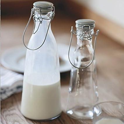Vintage botellas de leche, vidrio con un tapa de cerámica, ideal para servir bebidas