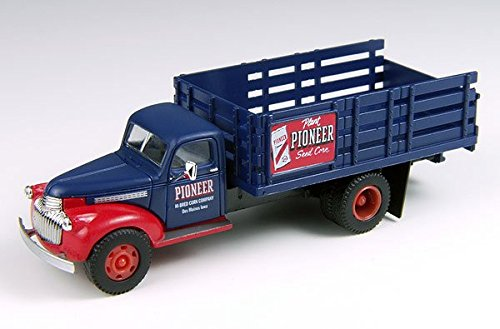 (HO 1941-46 Chevy Stakebed Truck, Pioneer Corn )