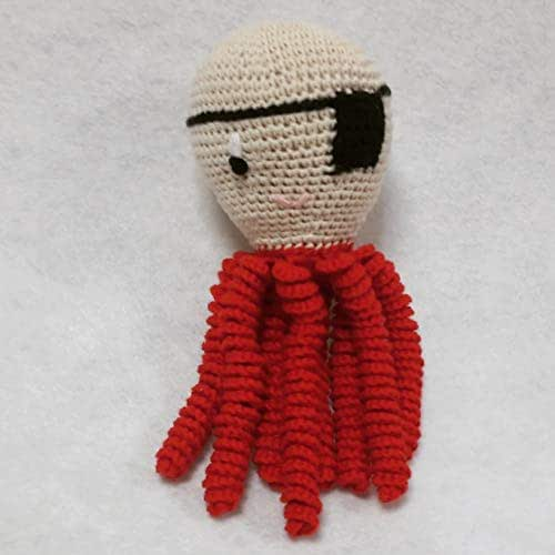 Pulpo amigurumi para recién nacido disfrazado de pirata. Pulpo de ganchillo - crochet para bebé.
