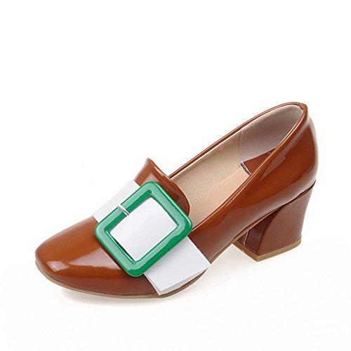 AgooLar Damen Ziehen auf PU Quadratisch Zehe Mittler Absatz Gemischte Farbe Pumps Schuhe Braun