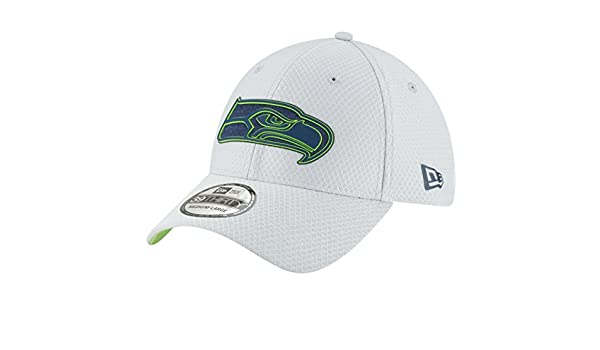 the latest ba911 e3324 Amazon.com   New Era Men s Seattle Seahawks Sideline Training Camp 39Thirty  Grey Stretch Fit Hat Cap   Sports   Outdoors