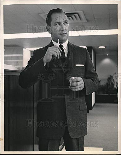 Historic Images - 1959 Vintage Press Photo Jim Kirk wears a natural Shoulder vested wool worsted suit ()
