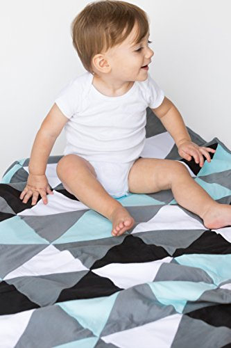 Danha Reversible Triangle Quilt Blanket for Baby Boys: The Puffy and Comfy Fabric to Comfort the Little One. (Baby Boy Quilt)
