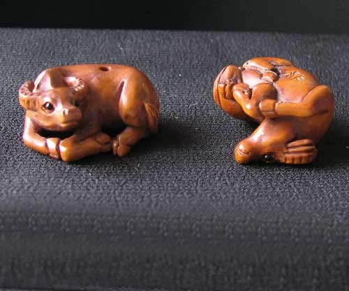 Hand Carved & Signed Water Buffalo Boxwood Bead 4128DO - Hand Signed Buffalo