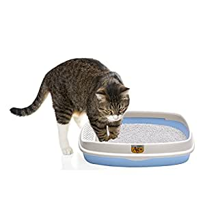 Compact Scatter-Control Litter Box with Scoop by Pet Magasin