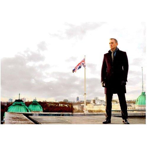 Daniel Craig 8 x 10 Photo James Bond Casino Royale SkyFall with flag from Holzheimer's
