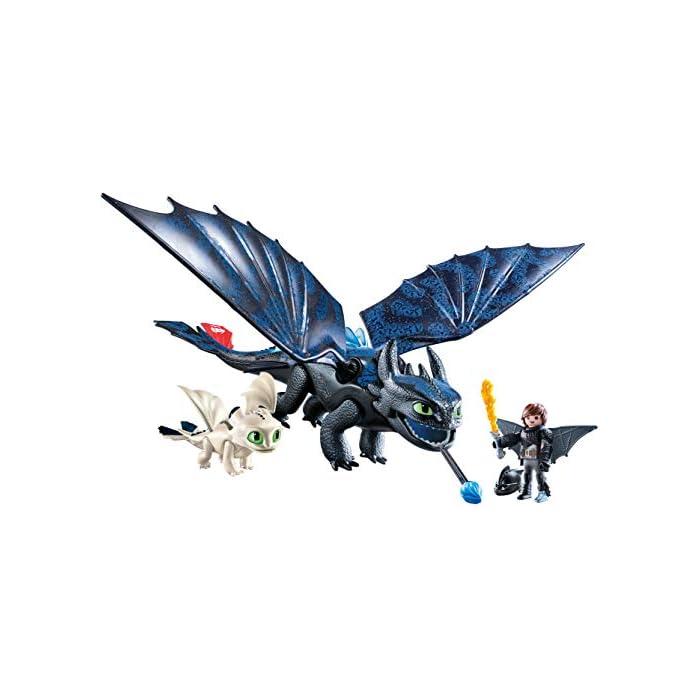 Diversión para pequeños aventureros: DreamWorks Dragons Hipo y Desdentao con bebé dragón de PLAYMOBIL con accesorios como espada de fuego, traje de vuelo y mucho más Desdentao con espinas dorsales luminosas y función de tiro para flechas, varias aletas entre otros, ampliable con PLAYMOBIL Furia Diurna y bebé dragón con niños (70038) Juego de figuras para niños a partir de 4 años: óptimo para el tamaño de sus manos y bordes redondeados agradables al tacto