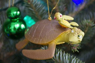 Disney Holiday Finding Nemo Crush & Squirt Turtle Ornament - Disney Theme Parks Exclusive & Limited Availability (Crush Figure)