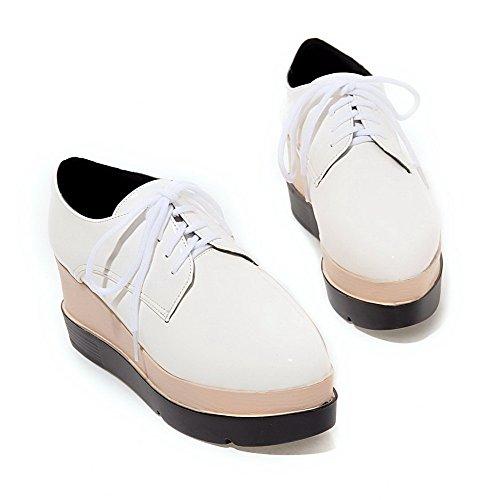 AllhqFashion Damen Lackleder Rund Zehe Hoher Absatz Schnüren Rein Pumps Schuhe Weiß