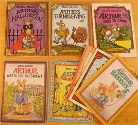 Arthur the Anteater 8 volume picture book set: Arthur's Thanksgiving, Valentine, Halloween, Arthur Goes to Camp, Babysits, Meets the President, Pet Business, Teacher Trouble,]()
