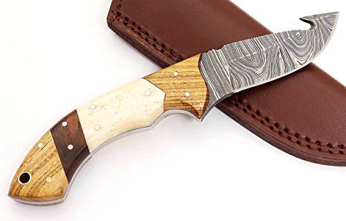 W Trading Custom hand made damascus steel blade gorgeous hunting knife with leather pouch. (2733) (Best Deer Gutting Knife)