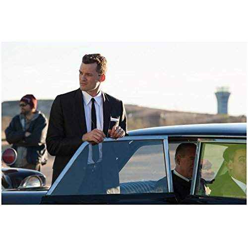 Parkland Austin Nichols as Emory Roberts in Suit Holding Car Door Open 8 x 10 inch photo