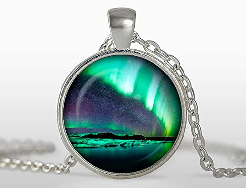 (NORTHERN LIGHTS PENDANT Emerald Green Aurora Borealis Necklace Nature Lover Gift for Her Northern Lights Jewelry)