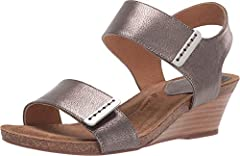 The Sofft® Verdi sandal gives super-sleek versatility and comfort that's perfect for any day of the week. Premium leather uppers with gold-tone hardware and an open toe. Adjustable hook-and-loop fasteners at instep and toe straps. Smooth and ...