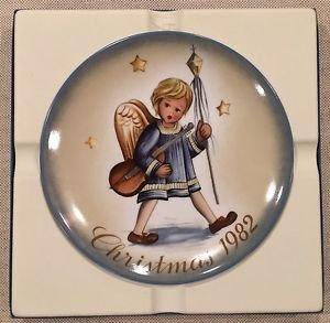 Schmid Hummel Christmas Plate - Angelic Procession 1982 Christmas Plate Limited Edition Schmid Portraying Works of Berta Hummel