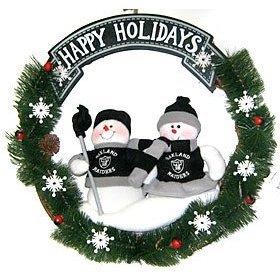 NFL Christmas Wreath Oakland Raiders Snowmen ()