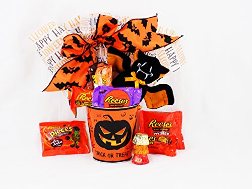 'Scared to Pieces' Reese's That Is! Chocolate Pumpkin Halloween Gift Basket with Plush Spider (Halloween Candy Baskets)