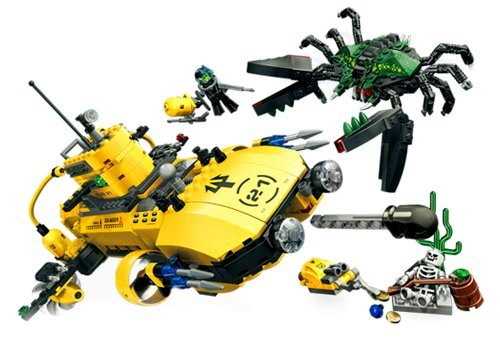 Lego Year 2007 Aqua Raiders Series Undersea Vehicle Set # 7774 - Crab Crusher with Cannons, Harpoons, a Detachable Mini-Sub and Launching Aqua-Missile Plus Giant Monster Crab, 2 Divers and Skeleton Minifigures (Total Pieces: 583)