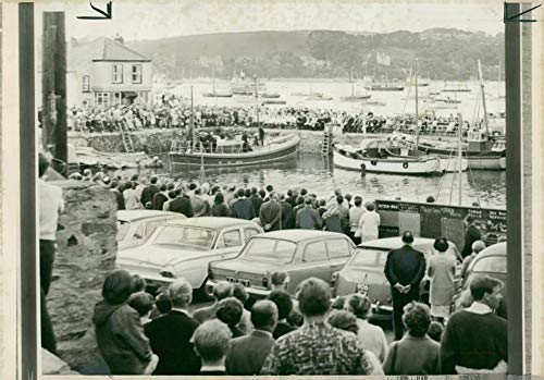 - Vintage photo of Crouds Lining Custom House Quay.