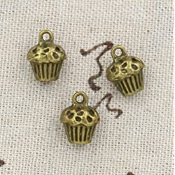 7 Bronze Bakery Cupcake Charms Antique 13x10x8mm (CB186)