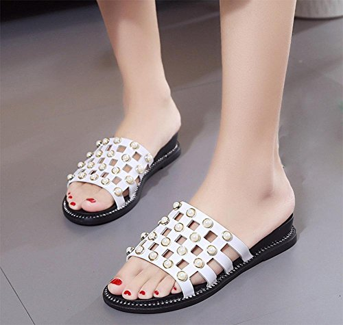 La primavera y el verano de moda salvaje remache arrastre plano la palabra fresco con antideslizantes de fondo grueso zapatillas las mujeres planas White