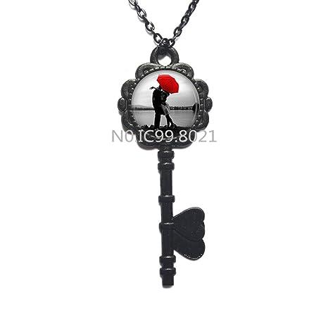 Amazon.com: Collar con llavero de paraguas, sombrilla roja ...