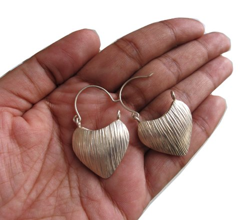 ThaiJewelry WEIGHT 8.9 G. BEAUTIFUL THAI KAREAN HILL TRIBE SILVER CIRCLE EARRING SIZE 25 X 20 MM BY HAND MADE