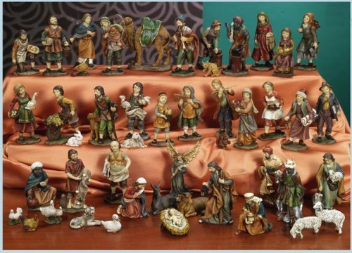 Portal de Belén incluye 47 figuras de hasta 11 cm de alta