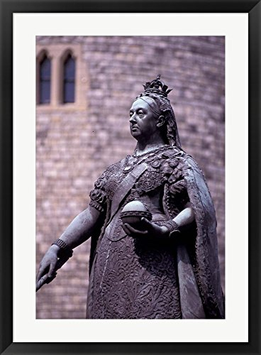 Queen Victoria Statue, Windsor, England by Nik Wheeler / Dan
