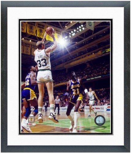 Larry Bird Framed Photo (Larry Bird Boston Celtics NBA Photo (Size: 12.5
