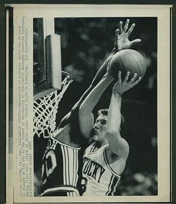 Cincinnati's Levertis Robinson stops Kentucky's Rex Chapman laserphoto 1987