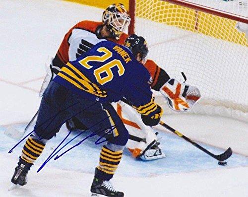 TOMAS VANEK Signed BUFFALO SABRES 8X10 PHOTO #2 - Autographed NHL Photos (Buffalo Photo Sabres Nhl Signed)