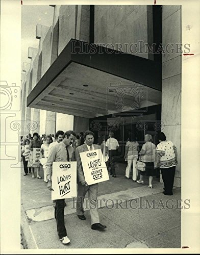 Vintage Photos Historic Images 1983 Press Photo Civil Service Employee Union Rally on South Mall in Albany, NY - 10 x 8 ()