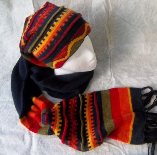 [Peruvian Hat (Chullo) and Scarf One Piece Alpaca and Sheep Wool.] (Ethnic Hats)