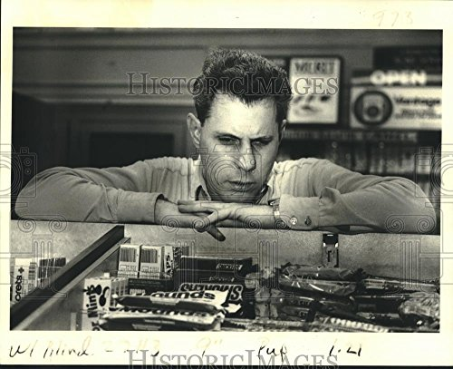 1983 Press Photo Jeffrey Diket At Work At Candy Counter In Whitney Bank Building