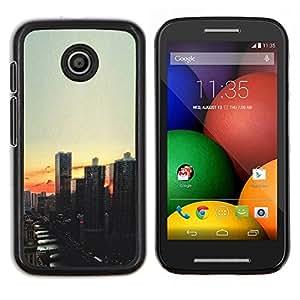 TECHCASE---Cubierta de la caja de protección para la piel dura ** Motorola Moto E ( 1st Generation ) ** --Vista de la ciudad de noche de la puesta del sol