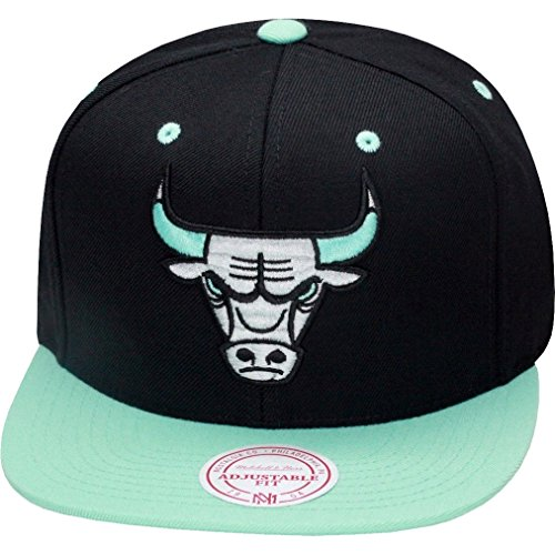 703fade987f Mitchell   Ness Chicago Bulls Snapback Hat Black Green Glow - e ...
