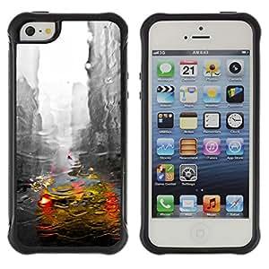 iArmor / New York City Cab Rain Buildings Grey / Apple iPhone 5 / 5S