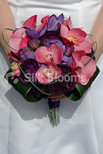 Stunning-Bridal-Bouquet-with-Ranunculus-Orchids-and-Crocus