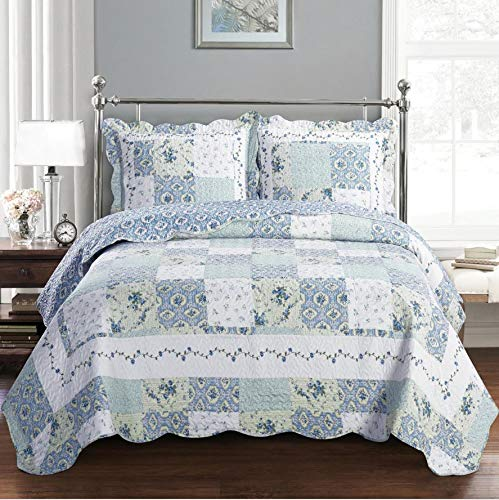 Deluxe Brea Oversized Bedspread. Beautiful quilt is decorated with patches of various floral designs. Creates the relaxing ambience of a resort in your bedroom. Bed Cover Quilt 3 Pieces Queen - Floral Blue Quilt